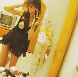 Nude Asian Selfpic
