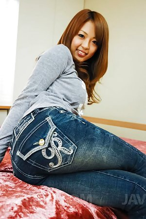 Nude Asian in Jeans